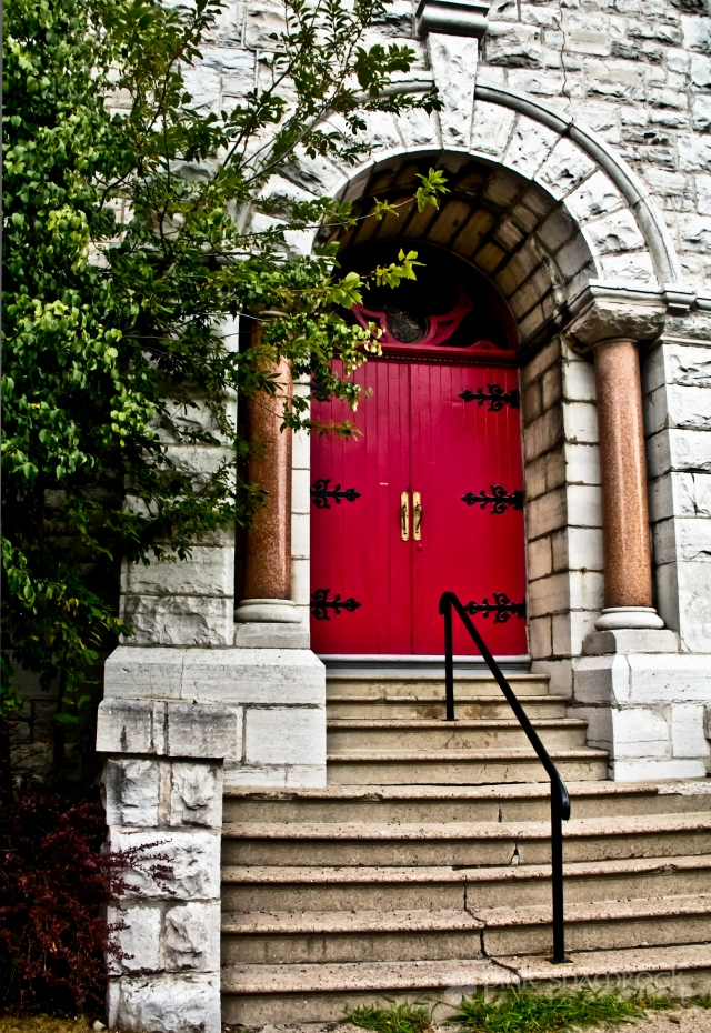 An entrance to the First Baptist Church in Kingston, Ontario.